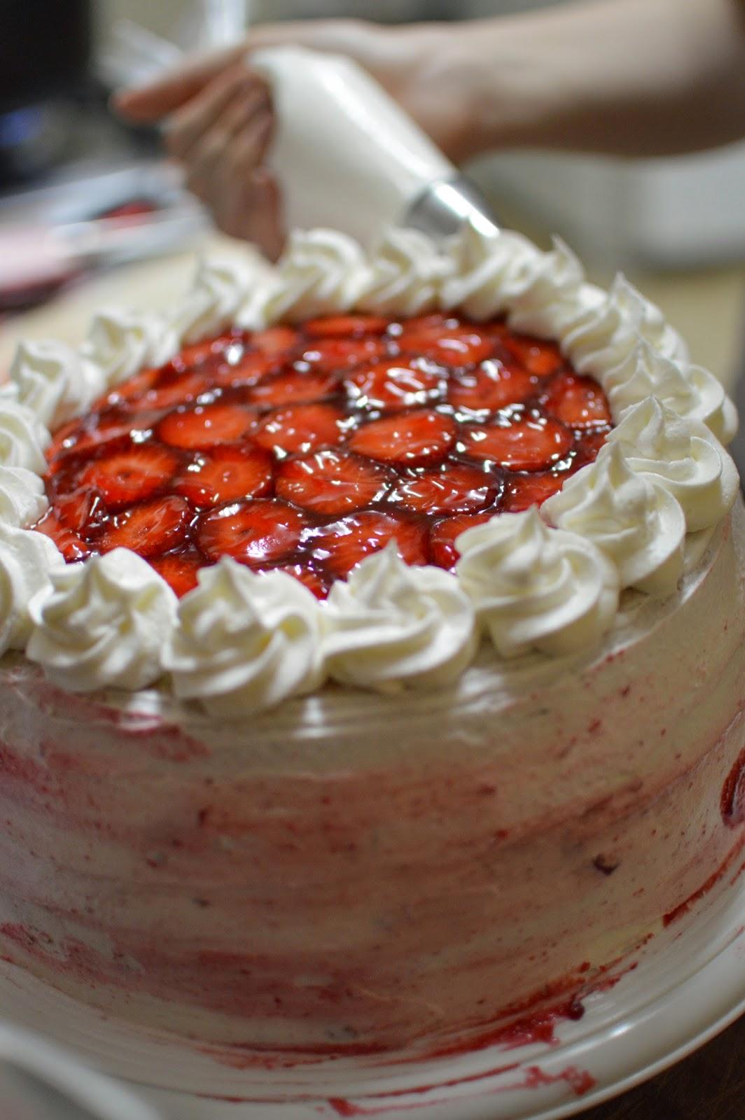 Baño Sencillo Para Tortas: por debajo, para ocultar cualquier defecto o improlijidad de la torta