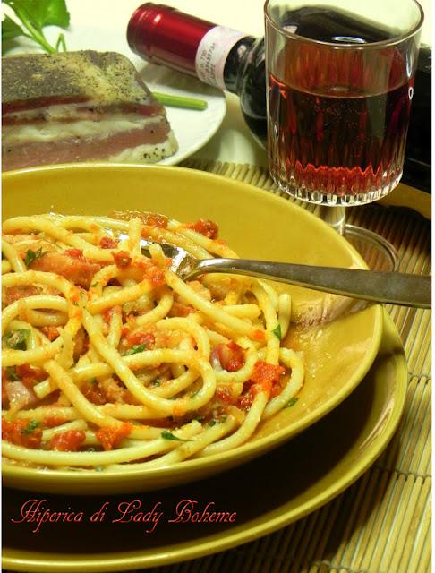 hiperica_lady_boheme_blog_di_cucina_ricette_gustose_facili_veloci_bucatini_amatriciana