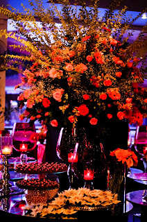 vidros pink com velas e flores em tons rosa