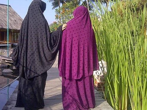 ilustrasi jilbab besar (akhwatmuslimah.com)
