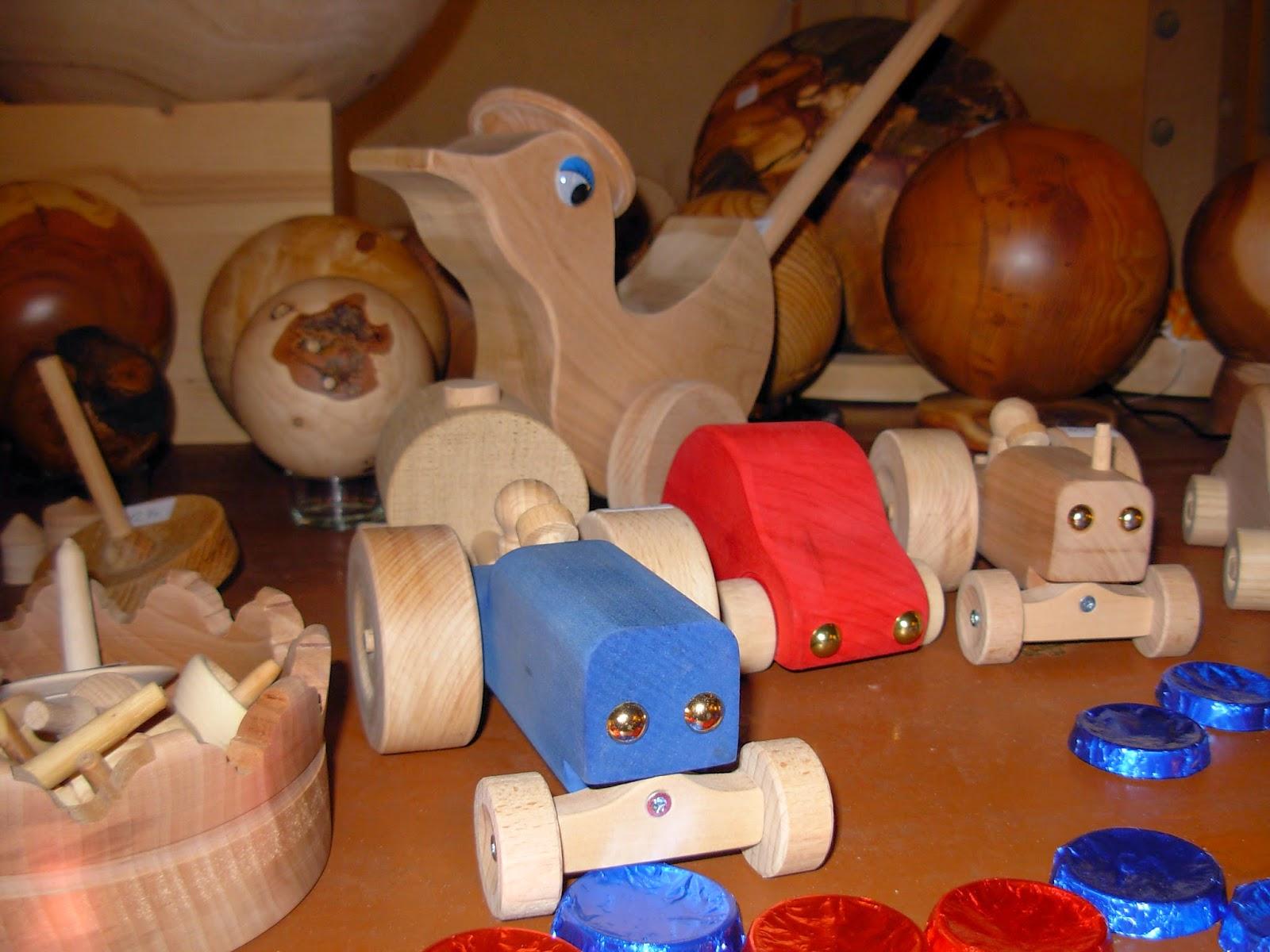 gedrechselte Holzkugeln gross und klein