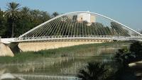 http://atecarturo.blogspot.com.es/2015/07/calatrava-genio-o-villano-arquitectura.html