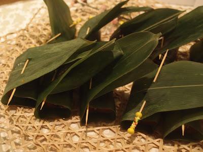 竹叶裹红豆年糕
