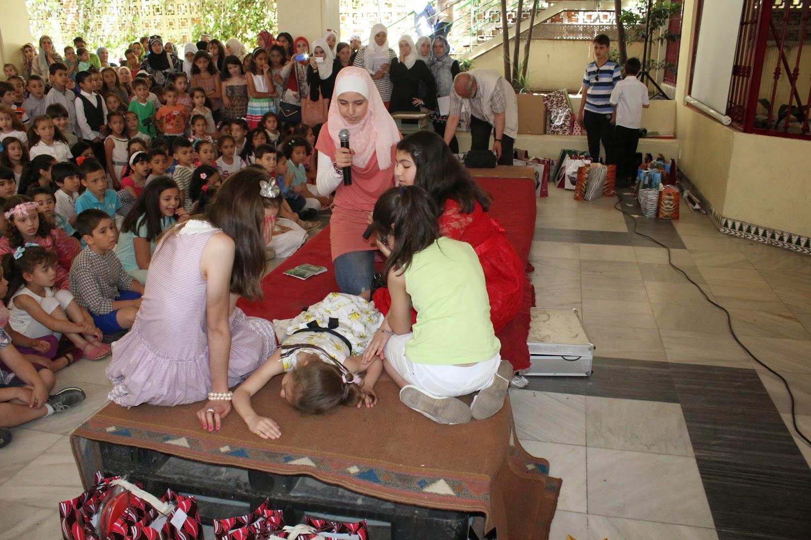 Los Alumnos Presentaron Actos De Teatro Asi Como Lectura De Lo Que Han Aprendido Durante El Curso Tanto El Director De La Escuela Muhammad Hatem Como El