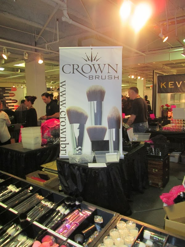 makeup show crown brush