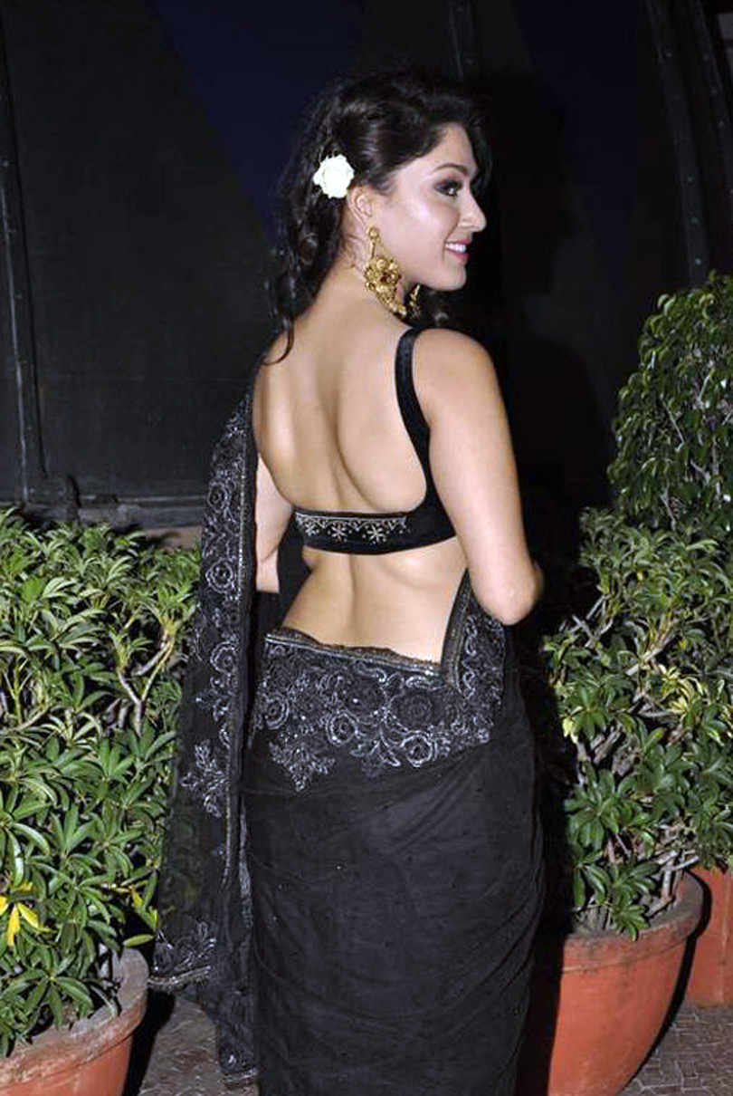 Backless photos of bollywood actress 50 Best Kriti Sanon Wallpapers and Pics 2018 PhotoShotoh