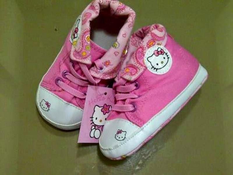 Sepatu hello kitty lucu warna pink untuk anak