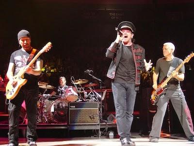 U2 in concert image