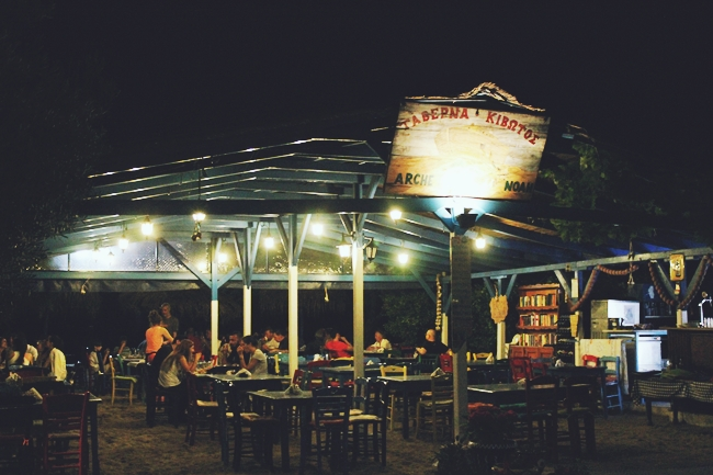 Sarti (Sithonia) at night.Sarti (Sitonija) nocu.Taverna Kivotos Sarti.