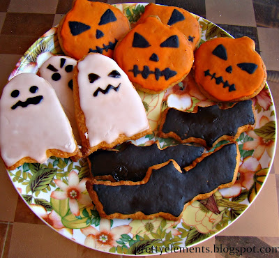 Halloween Biscuits (for beginners) from Pretty Elements