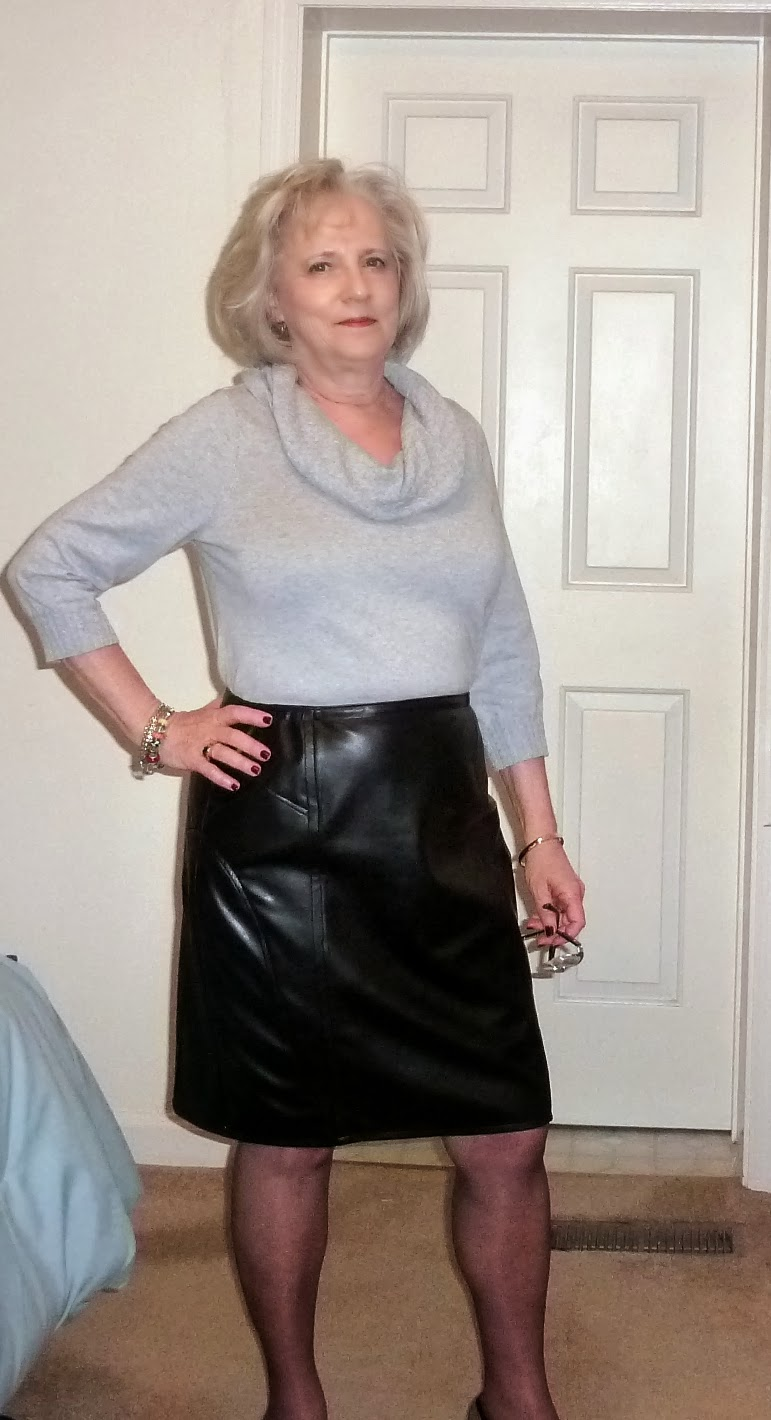 Elegant Style Tips On What To Wear With A Leather Skirt