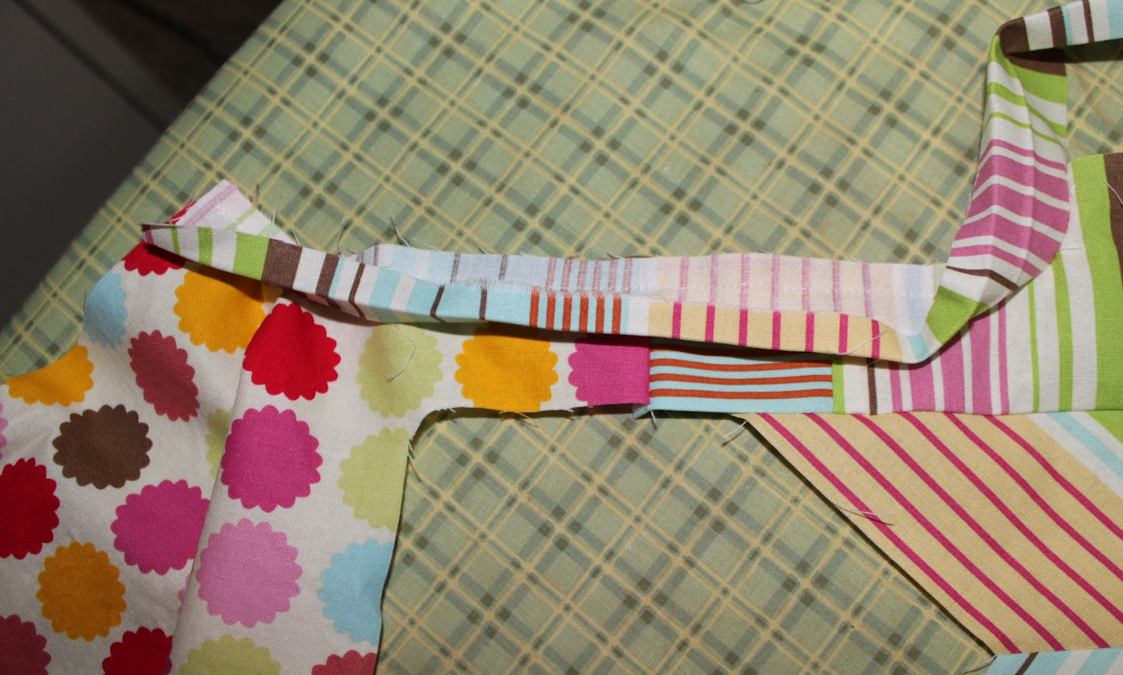 how to use armhole reinforsement tape