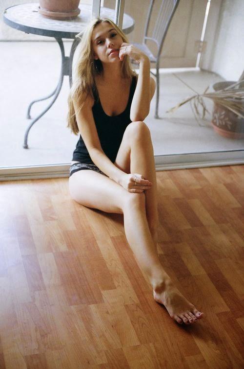 Alexis Ren linda modelo fotografia por Aris Jerome
