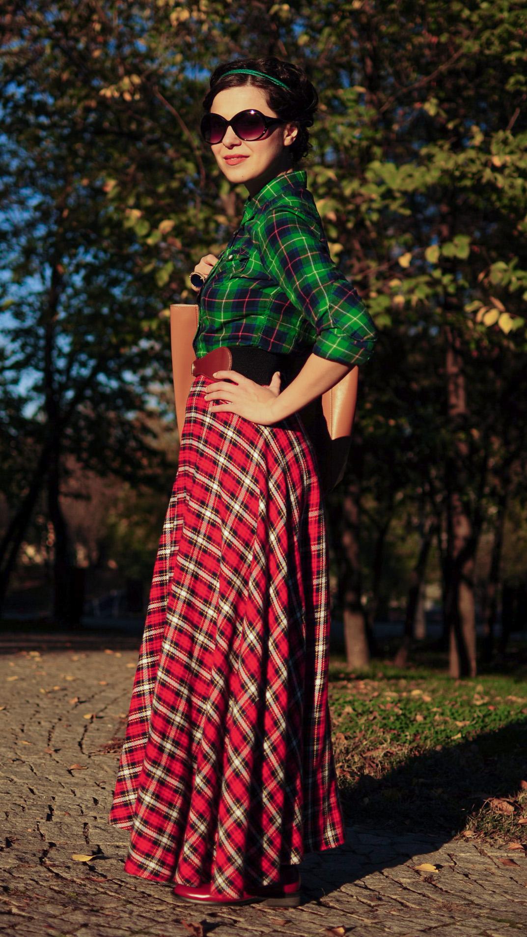 tartan maxi skirt tartan shirt green burgundy maxi bag autumn fall leaves scenery