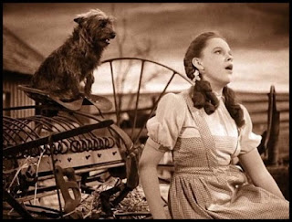 "Judy Garland canta ""Over the rainbow"" en El mago de Oz"