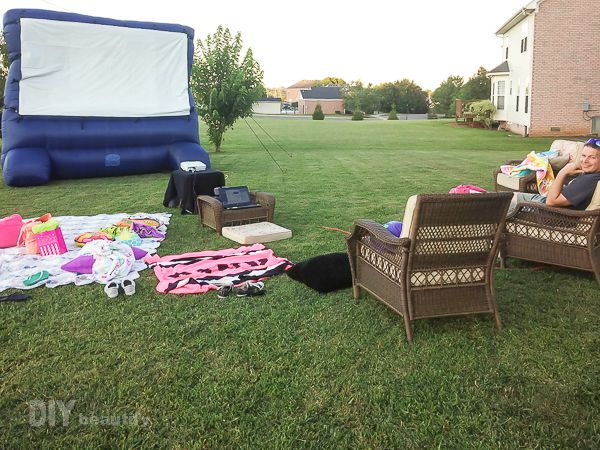 Birthday party for tween girl with outdoor movie | DIY beautify
