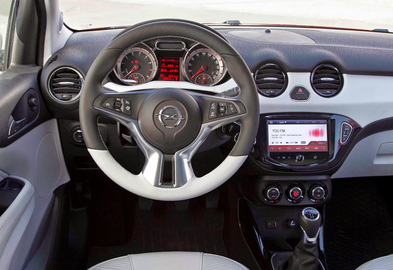 Fantechnology arriva opel adam rocks nuovo crossover urbano for Opel adam s interieur