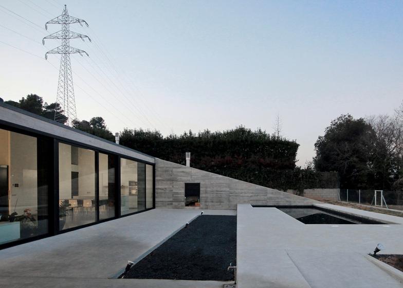Hidalgo hartmann arquitectura montfull house una casa for Aprire i piani casa a due piani di concetto