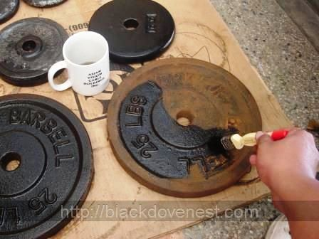 Clean And Paint Rusty Old Weight Plates To Look Like New