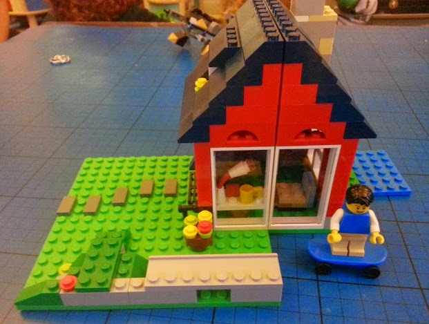 LEGO Creator 31009 tiny skateboarders cottage