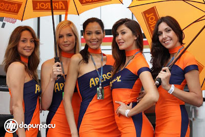 Hot and Sexy Umbrella girl MotoGP Catalunya 2011
