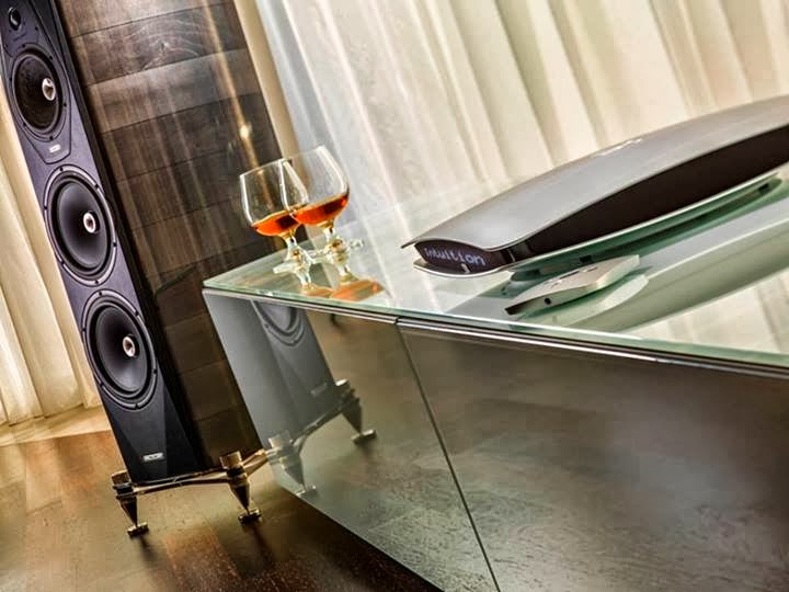 mono and stereo high end audio magazine sonus faber amati futura and wadia intuition 01. Black Bedroom Furniture Sets. Home Design Ideas