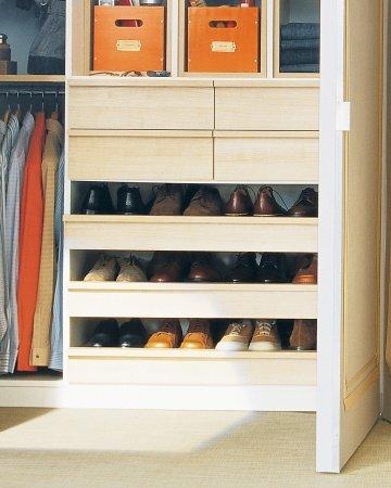 higienis) bila Anda harus menaruh sepatu-sepatu Anda di dalam kamar