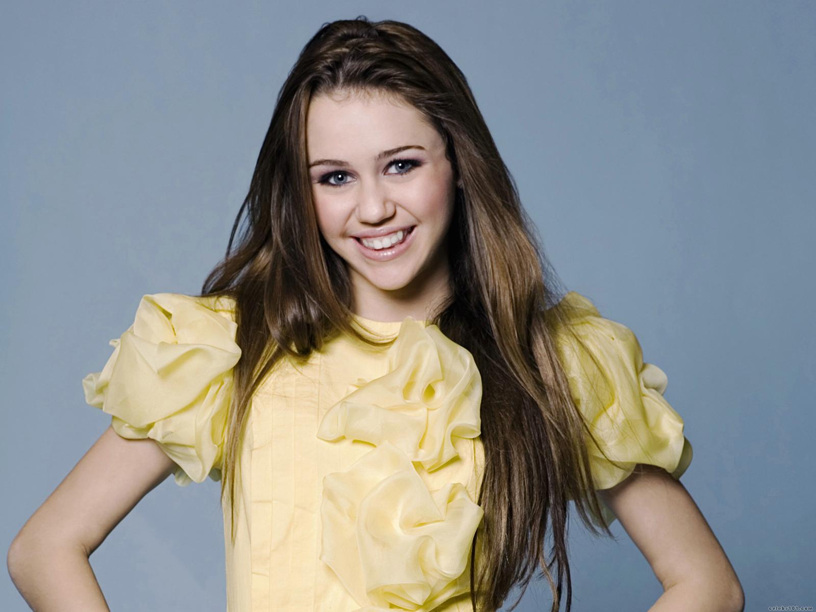 http://2.bp.blogspot.com/-EWq-nMASG_Q/Tbnbbv-MZhI/AAAAAAAADM8/JWiJzVyXiLU/s1600/Miley_Cyrus_Hannah_Montana_Wallpaper.jpg