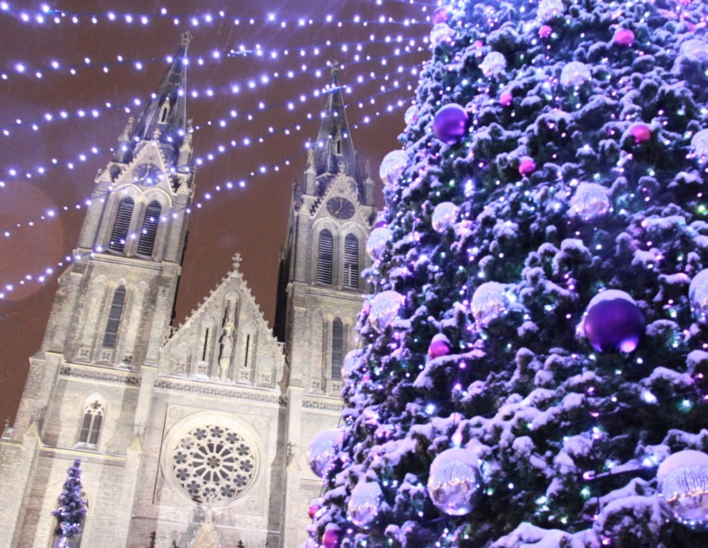 namesti miru tree and christmas ornaments in the snow