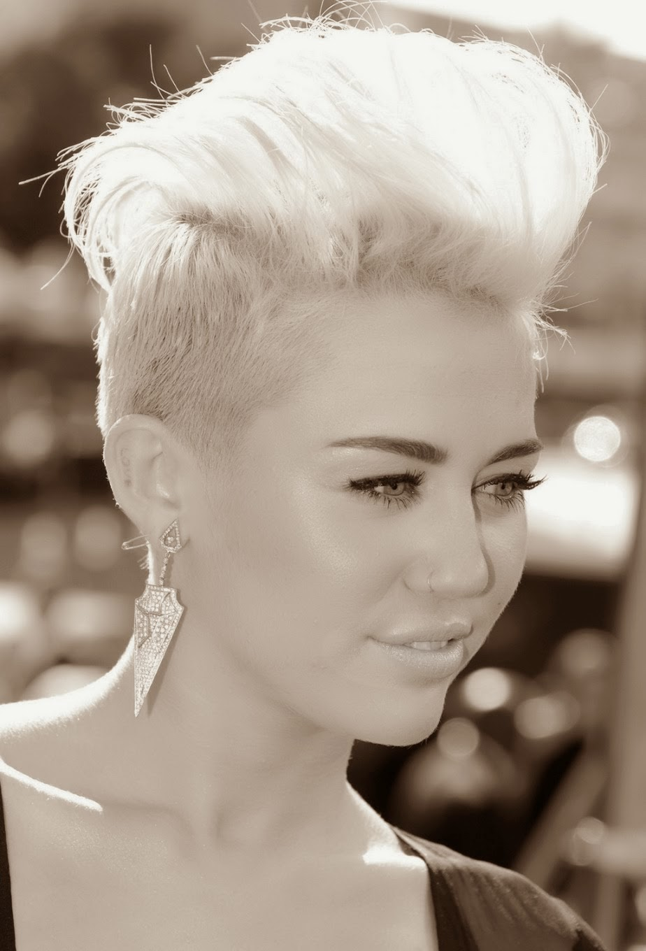 Miley Cyrus Hot HD Wallpapers 2014 Free Download