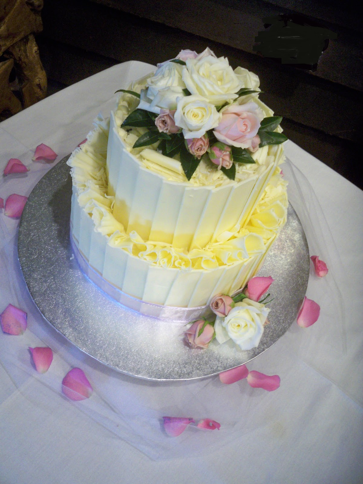 chocolate shard / plates wedding cake with fresh flowers ...