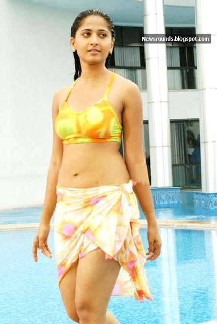 Anushka shetty en bikini