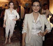 . turco conservador. Não curti o parte de baixo do look dela: O blazer é .