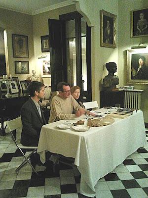 Taula presidencial; senyors Rocamora, Brotons i senyora Albertí en la presentació del llibre a la Fundació Rocamora.