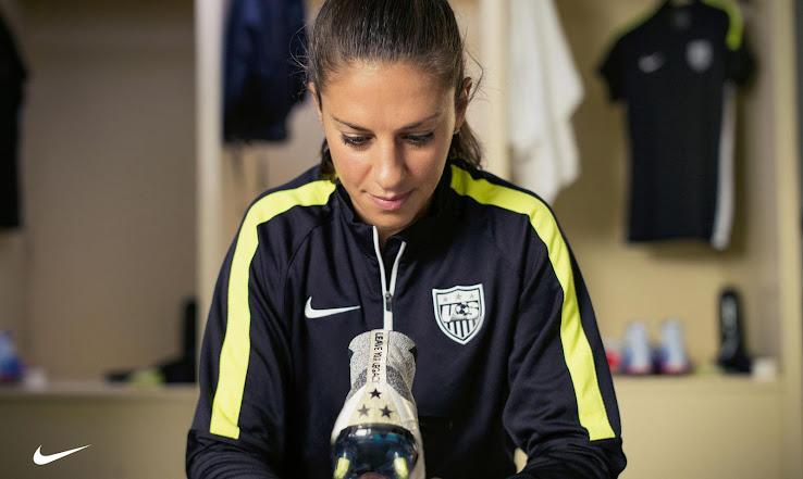 La ganadora del Balón de Oro, Carli Lloyd, tiene sus botines especiales Nike