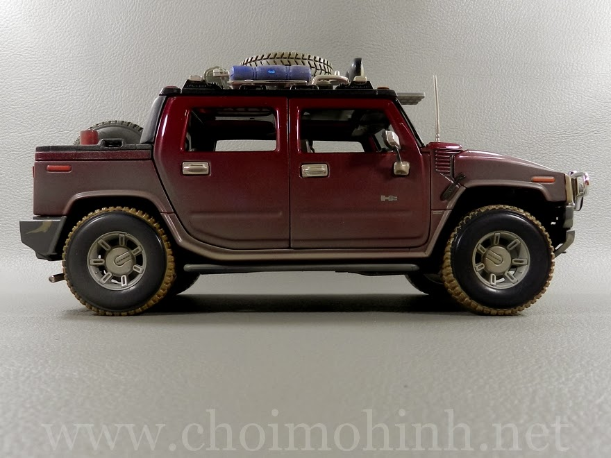 Hummer H2 SUT Concept Off-Road 1:18 Maisto side