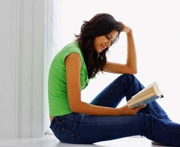 قراءة المرأة للقصص والروايات الرومانسية تؤدى الى فشل الحياة الزوجية - امرأة تقرأ كتاب - woman-reading-book