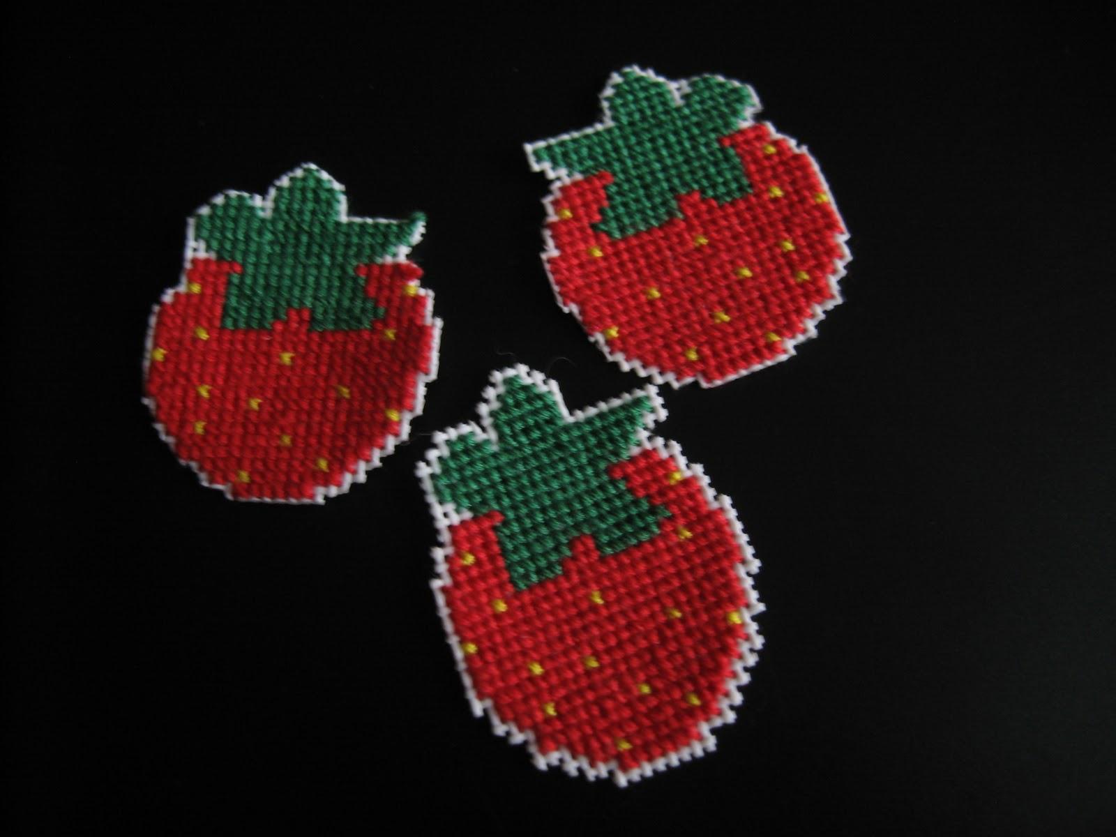 Как сделать ягоды клубники из пластиковых бутылок