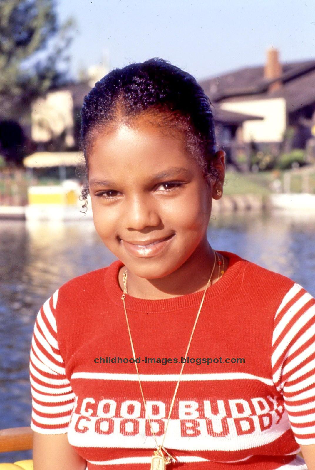 http://2.bp.blogspot.com/-EY7AdxbEeQ0/UHrR_9QdiCI/AAAAAAAAGDM/BIrDwqunRgk/s1600/janet_jackson_childhood_pictures-%7B3%7D.jpg