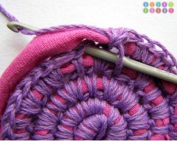 Un diy para hacerte una alfombra utilizando trapillo y - Alfombras de trapillo originales ...
