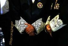 Los jueces y fiscales, que están obligados a llevar toga, no están incluidos en el artículo de la nueva ley que exige decoro. / ULY MARTIN