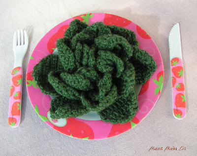 But actually it supposed to be lettuce. I had no light green. These crochet projects for the play kitchen and shop should minimize my yarn leftovers