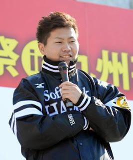 ホークス応援祭のトークショーで笑顔を見せる中村晃(撮影・今浪浩三)