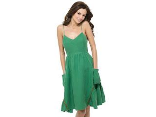 Pakaian warna hijau