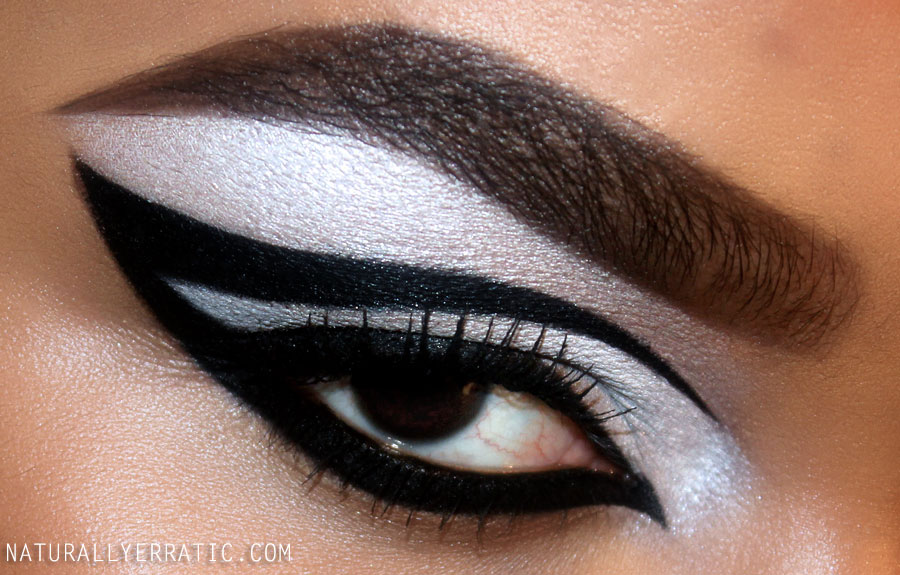 Black and white makeup, inglot gel liner review, 60s makeup, twiggy makeup,bria