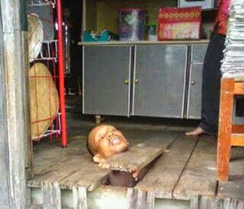 Kepala Pencuri Tersepit Celah Lantai Kayu di Dungun (3 Gambar)