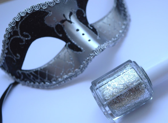 http://www.dreamingsmoothly.com/2013/11/my-fairy-nails-avec-hors-doeuvre.html