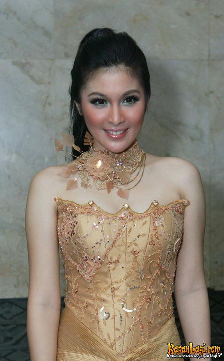 Sandra Dewi Hot