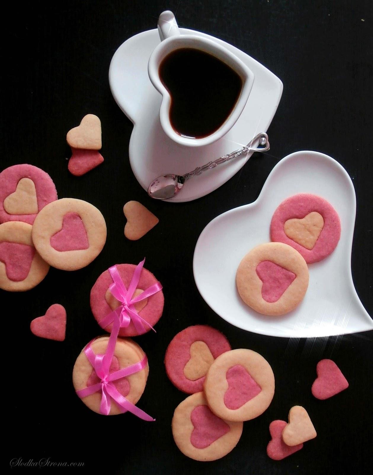 Ciasteczka z Serduszkami na Walentynki - Przepis - Słodka Strona, ciasteczka na walentynki, ciasteczka walentyynki, ciastka walentynki, ciastka na walentynki, ciasteczka z serduszkami, ciastka z serduszkami, ciastka z sercami, ciasteczka z sercami, przepisy na walentynki, ciastka na walentynki, ciasteczka na walentynki, romantyczna kolacja, Kolorowe Ciasteczka, przepis, kolorowe ciasteczka przepis, ciasteczka dla dzieci przepis, ciastka przepis, ciastka kolorowe przepis, proste ciastka przepis, proste ciasteczka przepis, szybkie ciastka, szybkie ciasteczka, proste ciastka, proste ciasteczka, efektowne ciasteczka, zjawiskowe ciasteczka, piękne ciasteczka,ładne ciasteczka, ciasteczka dla dzieci, Kruche Ciasteczka z Cukrem, proste ciasteczka, kruche ciasteczka, latwe ciasteczka proste i szybkie ciasteczka, Kruche Ciasteczka z Cukrem przepis, proste ciasteczka przepis, kruche ciasteczka przepis, latwe ciasteczka proste i szybkie ciasteczka przepis, ciastka z cukrem, kruche z cukrem, Ciasteczka z lukrem w kształcie duchów to prosta, a zarazem ciekawa propozycja na Halloweenowe menu. Ciastka mimo swojej prostoty są bardzo smaczne i przede wszystkim idealnie pasują do mrocznej atmosfery Halloweenowego wieczoru.  ciasteczka walentynki, ciasteczka walentynki przepis, ciasteczka na walenytynki, ciasteczka z lukrem, ciasteczka duchy, proste ciasteczka, kruche ciasteczka z lukrem, proste ciasteczka przepis, slodycze na walentynki, przekaski na walentynki, walentynki przepisy,
