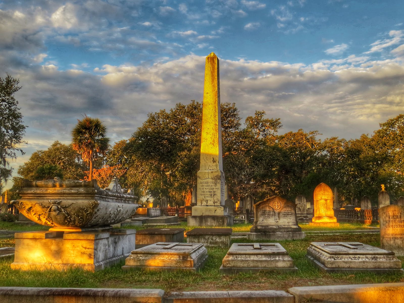 """10 Best"" Magnolia Cemetery ""Listicle"" Post Example"